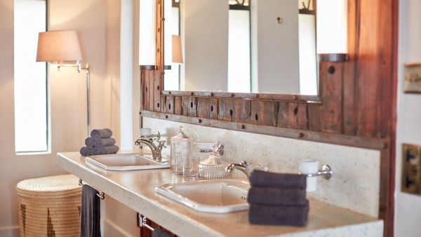 elewana-loisaba-lodo-springs-accommodation-spacious-luxury-tents-bathroom-vanity70049548-4CF9-79B0-5AE4-ECC1517A9B49.jpg