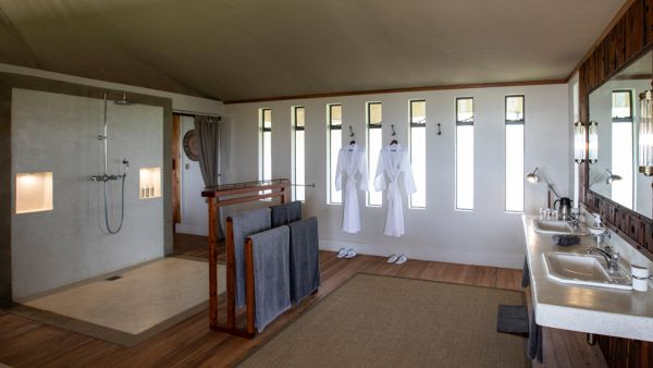 elewana-loisaba-lodo-springs-accommodation-spacious-luxury-tents-bathroom101B8C7C-50D3-1786-7FFD-38203BCE65C1.jpg