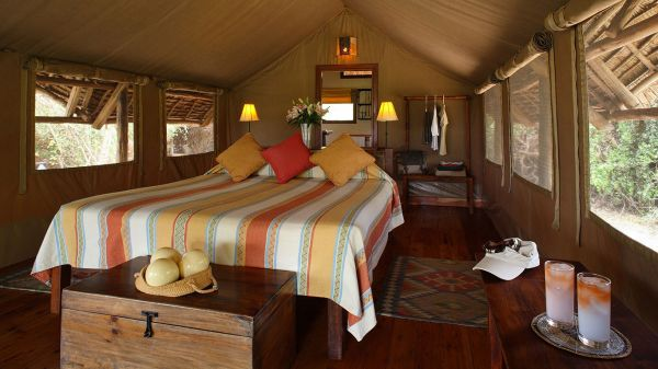tortilis-camp-tent-double-interior67119E72-7136-13E4-3DCB-DDC6E6B2E359.jpg