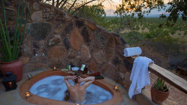 elsas-kopje-family-cottage-outdoor-bathD16FF8FB-51E2-5B53-B2B2-100CE2533A48.jpg